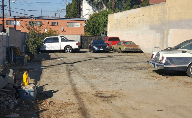 Driveway parking on East 16th Street in Long Beach