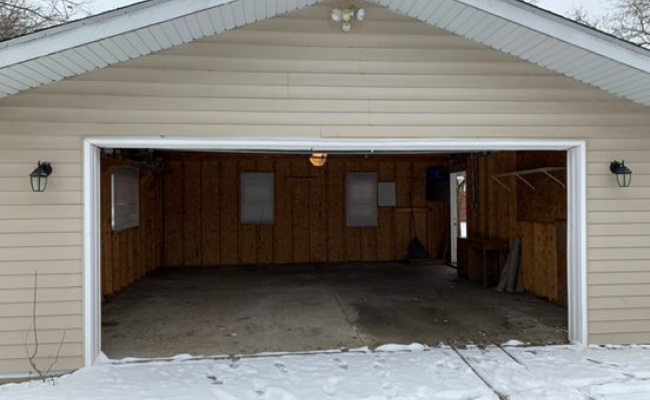 Garage parking on West Blanchard Road in Gurnee