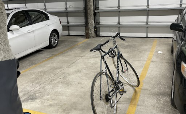Garage parking on West North Avenue in Chicago