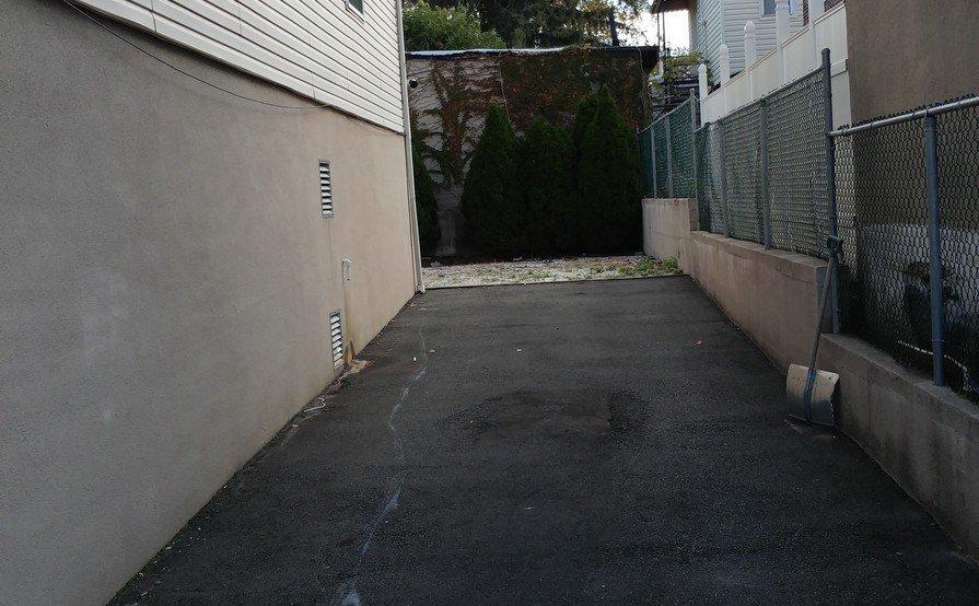 Driveway parking on Belmont Ave in Belleville